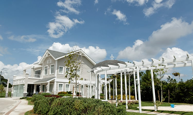 Brittany-The-Charming-Exteriors-of-Brittany's-American-South-Homes-2-min