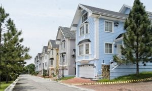 The perfectly symmetrical row of San Franciscan-inspired houses at La Posada in Lakefront Sucat | Brittany Corporation
